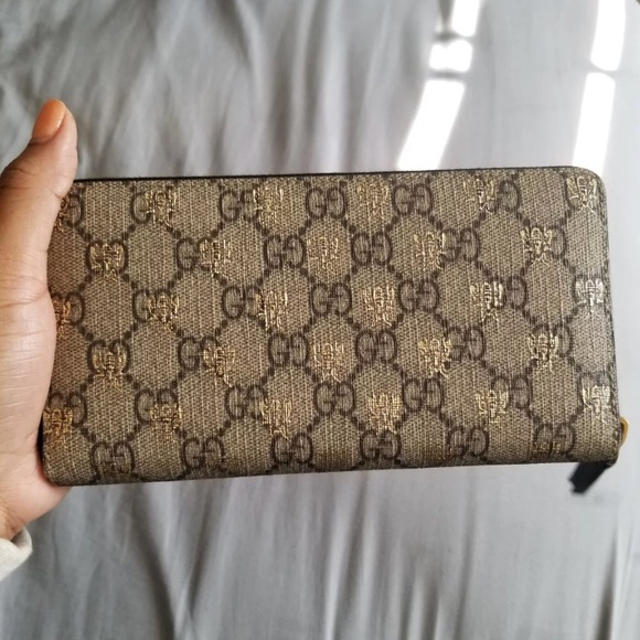 2341e02c758486 Gucci Bags | Iso Supreme Bee Zip Around Wallet | Poshmark